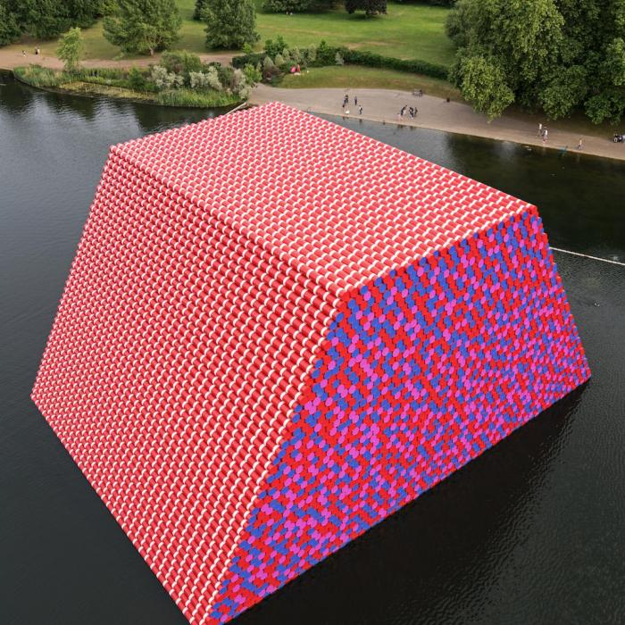 Christo and Jeanne-Claude The London Mastaba, Serpentine Lake, Hyde Park, 2016-18 Photo: Wolfgang Volz © 2018 Christo