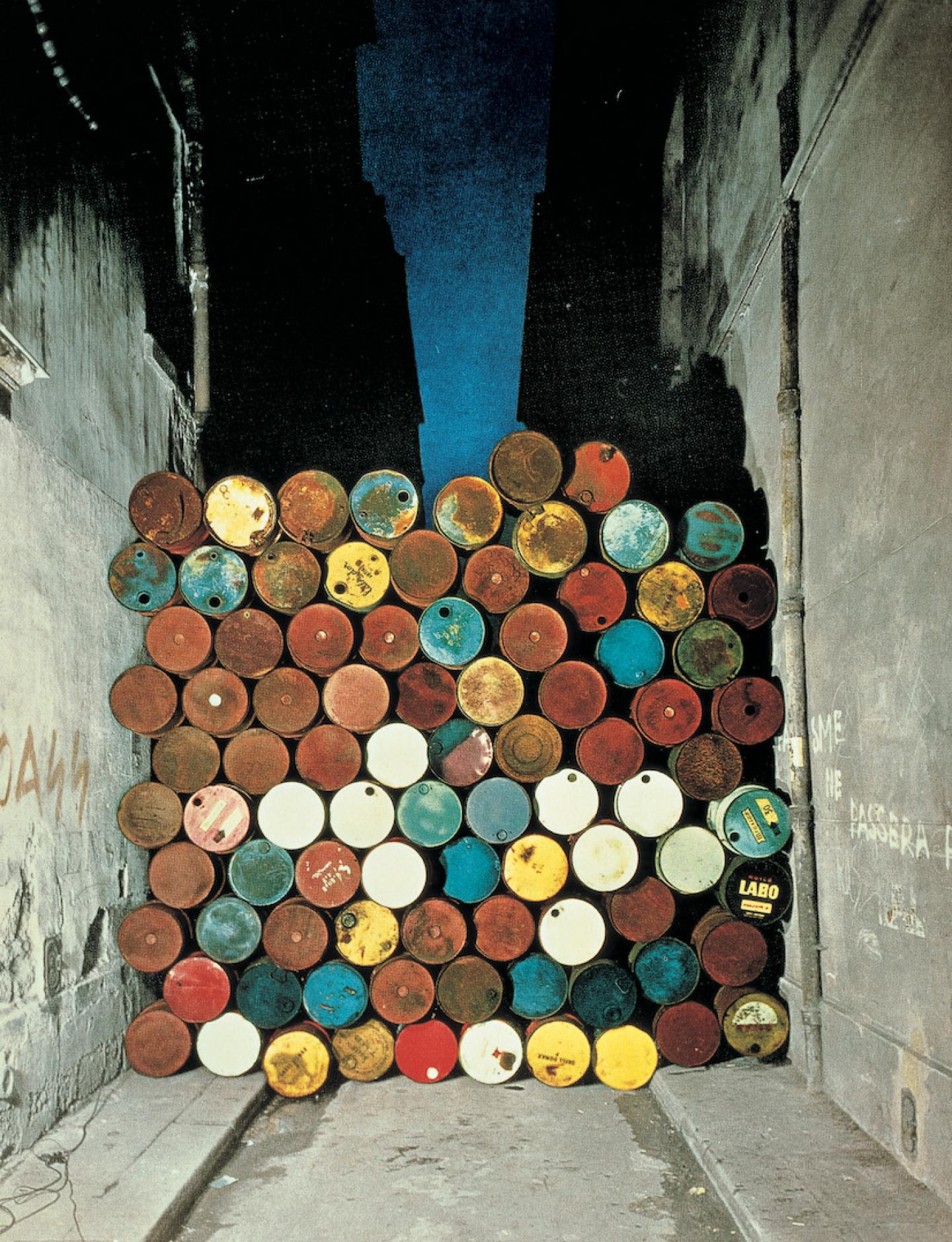 Christo and Jeanne-Claude, Wall of Barrels - The Iron Curtain, Rue Visconti, Paris, 1961-62  Courtesy of the artist, Photo: Jean-Dominique Lajoux, © 1962 Christo